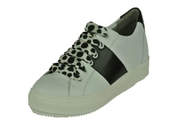 Tara Sneaker